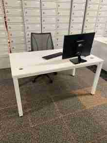 Used White Nowy Style 1400mm Bench Desk